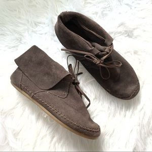 Toms brown suede mocassin ankle booties size 8.5
